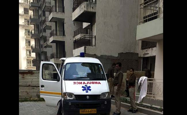woman jumped from the 17th floor with a 3-year-old son